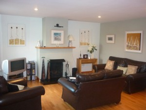 Well furnished lounge area with comfy sofas